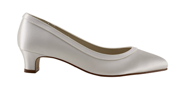 Gisele is an elegant court shoe in ivory satin from Rainbow Club for Pink Daisy Bridal