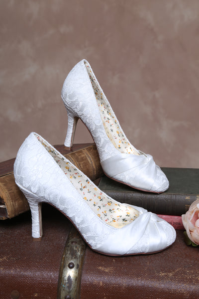 'Lily' Lace Closed Toe Court Shoe