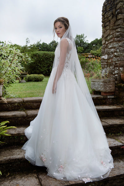 Melbourne by Joyce Jackson is a single tier veil in Italian tulle with soft blossom motifs