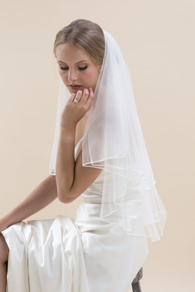 Simple yet beautiful, Rainbow Club's Tosca II is timeless bridal veil that speaks to classic brides