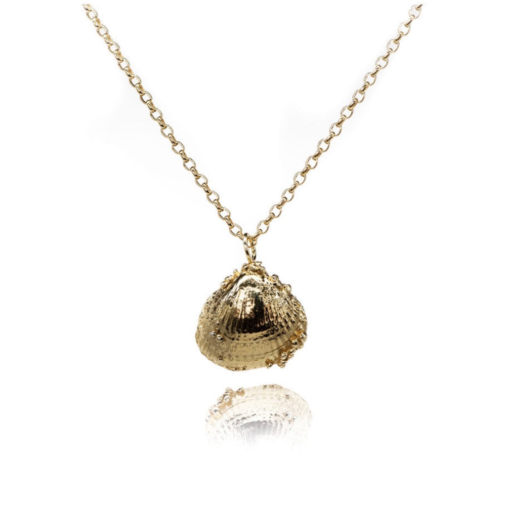 Load image into Gallery viewer, Large Gold Seashell Necklace