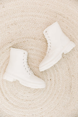 Puzzle White Boots - Luca + Grae