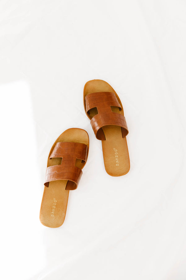 Throw & Go Tan Sandals - Luca + Grae