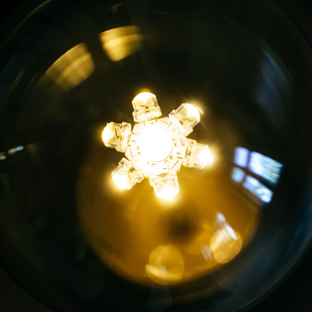 Levitating light bulb Manhattan led detail