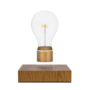 FLYTE Royal is our Oak edition and one of our best sellers. Royal features an Edison style borosilicate glass bulb, a 7 LED star-shaped filament, a Gold cap and an aluminum ring. The base is crafted from a sustainably-sourced Oak wood.