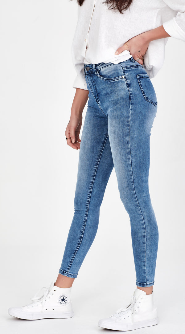 REGGIE | NO RIPS Jean Blue