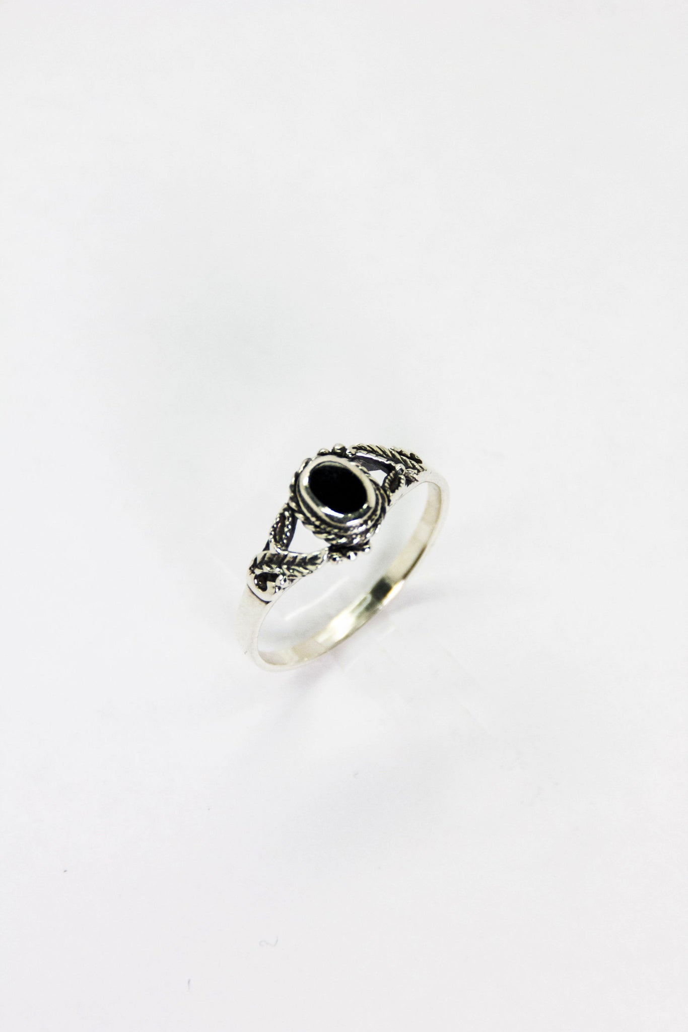 Silver Onyx Laurel Ring