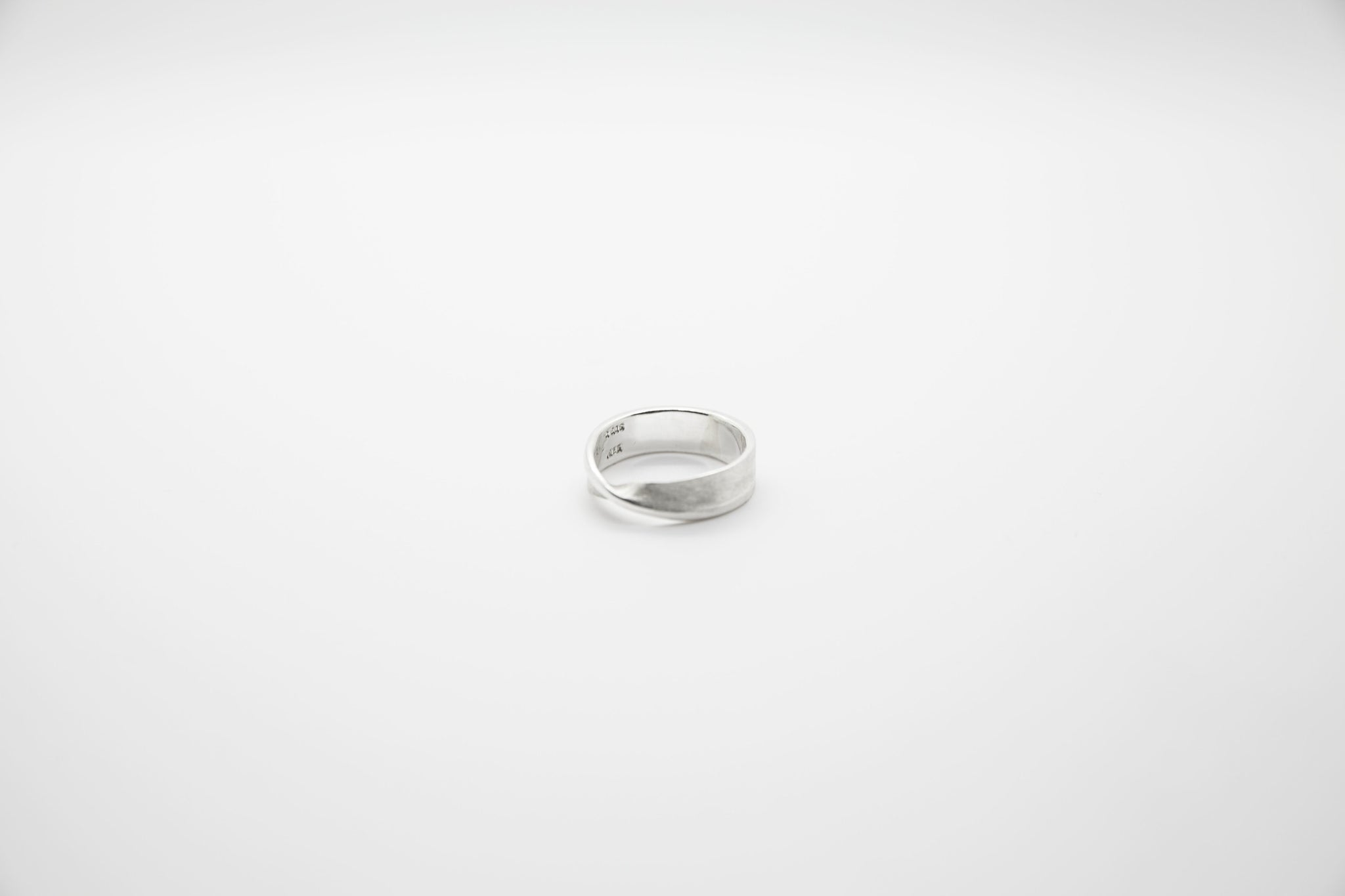 Mobius Ring - The Silver Stone