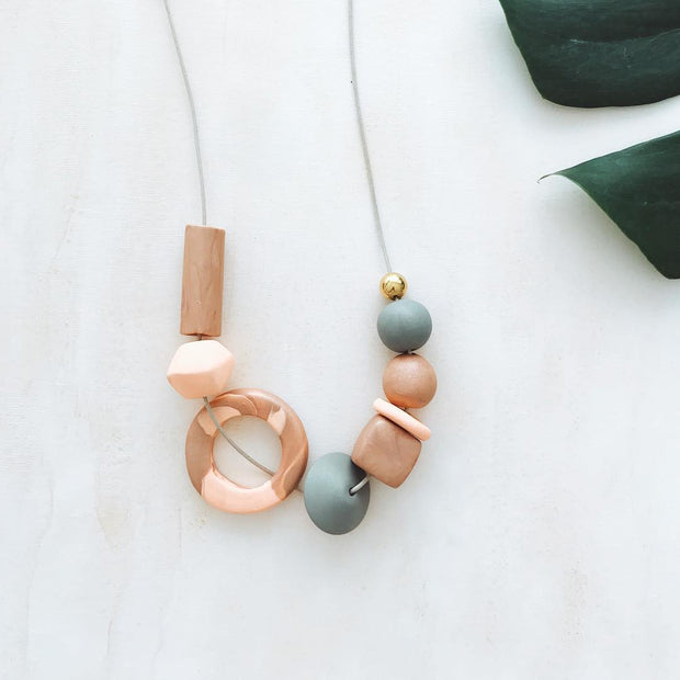 Colours of Gauguin necklace, a creative and relaxing activity in Singapore - Longue Vue Design