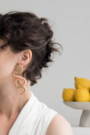 Twist and Twirl Earrings #1, a creative and relaxing activity in Singapore - Longue Vue Design