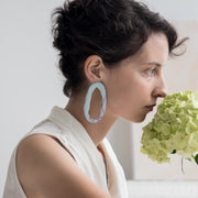 Hoop earrings Marbling Blue, a creative and relaxing activity in Singapore - Longue Vue Design