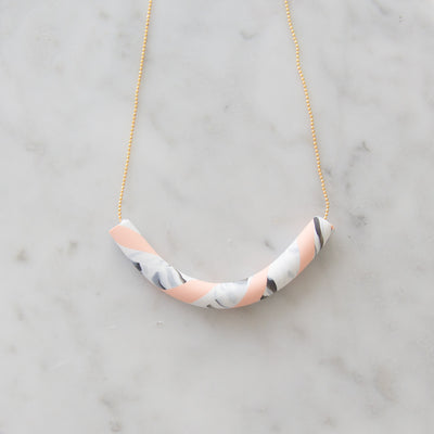 Peach Tube necklace, a creative and relaxing activity in Singapore - Longue Vue Design
