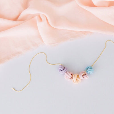 Knots necklace rainbow, a creative and relaxing activity in Singapore - Longue Vue Design