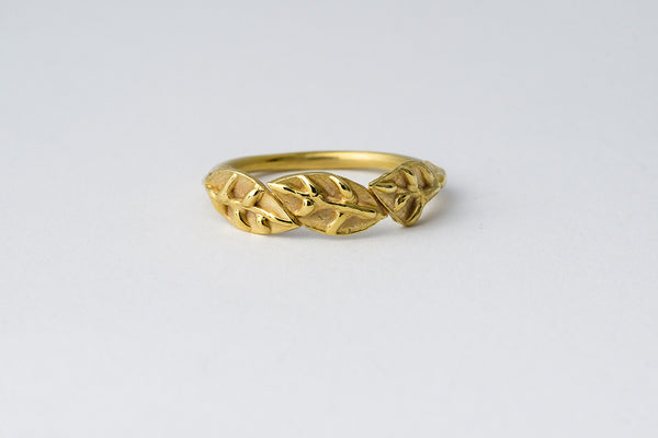 Delve Laurel Leaves Ring Gold 1