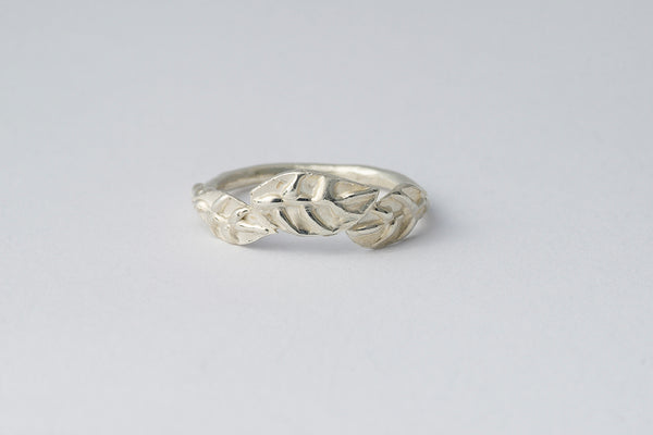 Delve Laurel Leaves Ring Silver 1