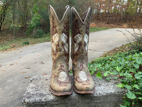 Size 8.5 women's Ariat boots