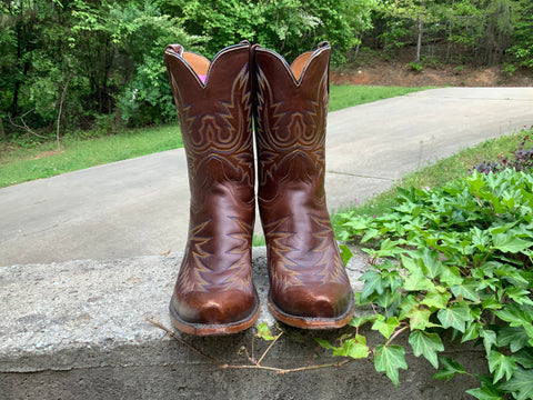 Size 9 women's Lucchese boots
