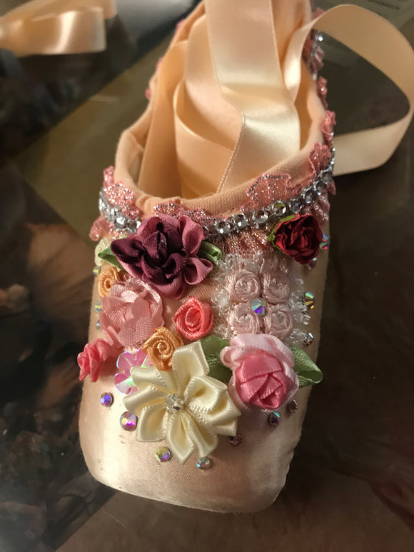 Decorated pointe shoes - Flowers