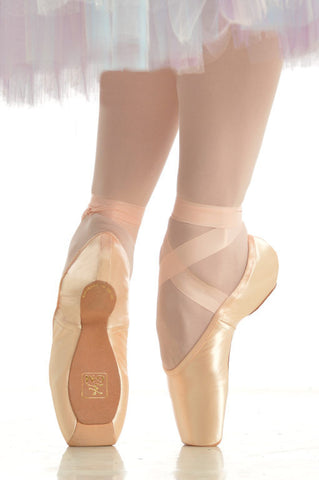 Gaynor Minden Pointe Shoes - Sculpted Fit, 4 Box, Extraflex shank, Medium Width