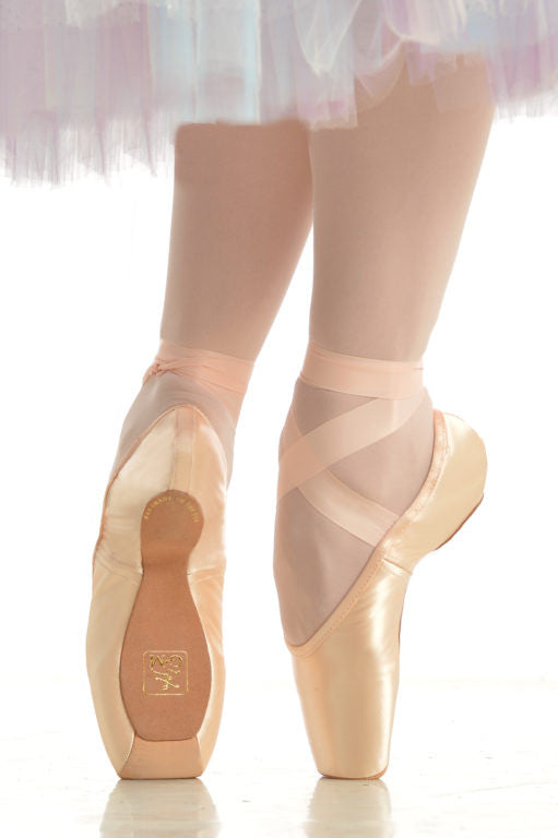 Gaynor Minden Pointe Shoes - Sleek Fit, 3 Box, Supple shank, Narrow Width