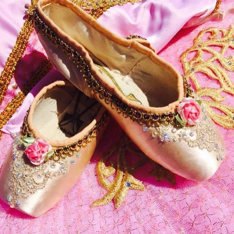 Decorated pointe shoes - Gold