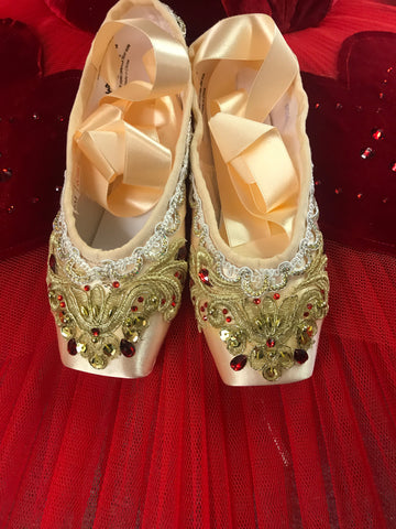 Decorated pointe shoes - Red