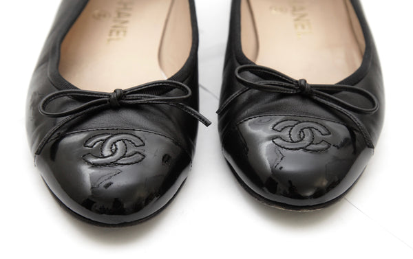 CHANEL Black Lambskin Leather Ballet Flat Patent Cap Toe Bow 37.5 - Evesherfashion