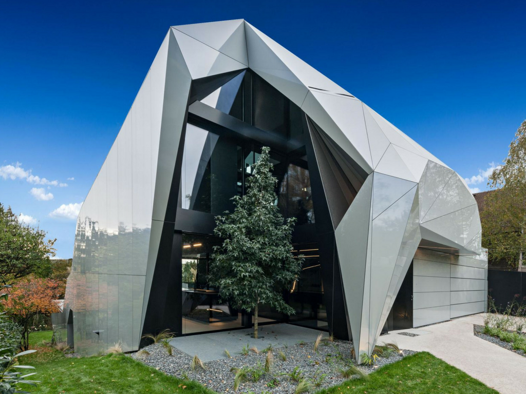 CoMED: a private residence with angles that resemble those of the Alps