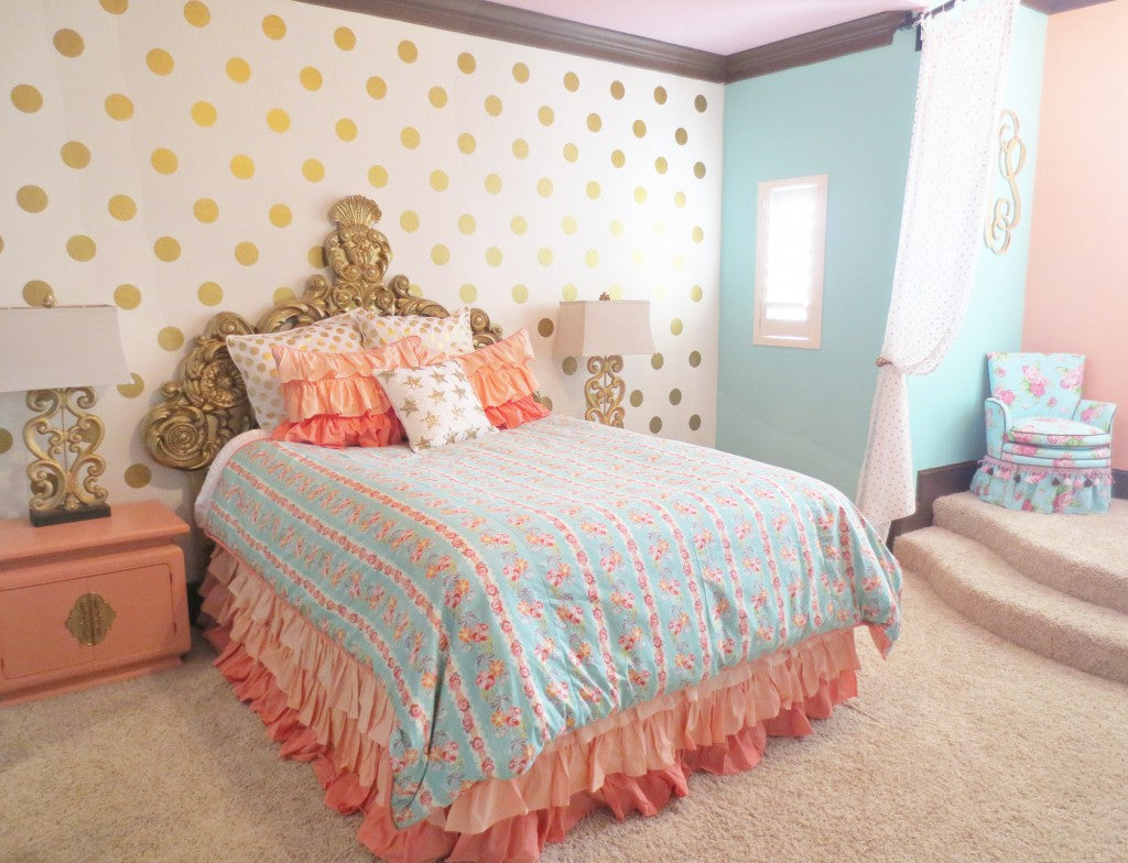Coral and Mint Room Design