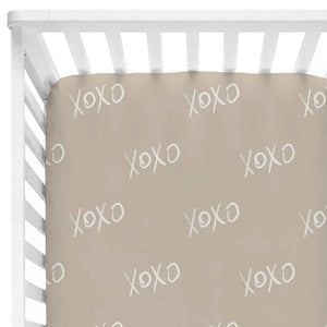 xoxo print crib sheet