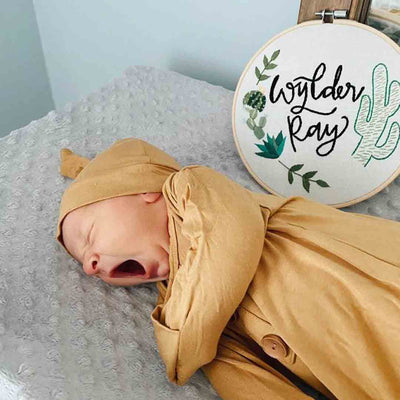 gender neutral newborn outfit