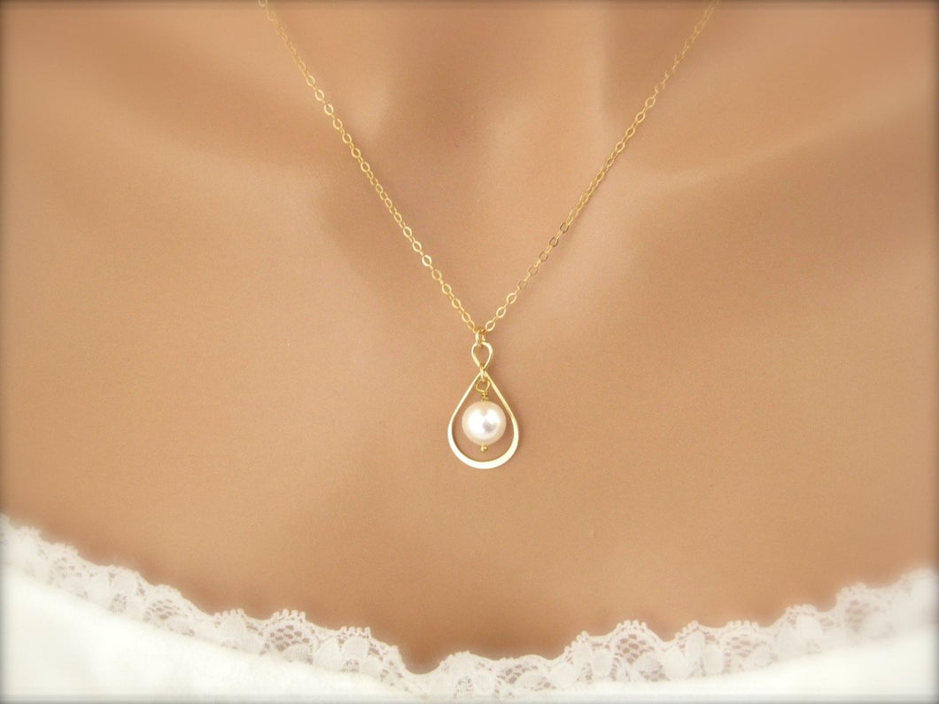 Elegant mother of the bride gifts, Gold Infinity necklace with pearl - Clairesbridal - 1