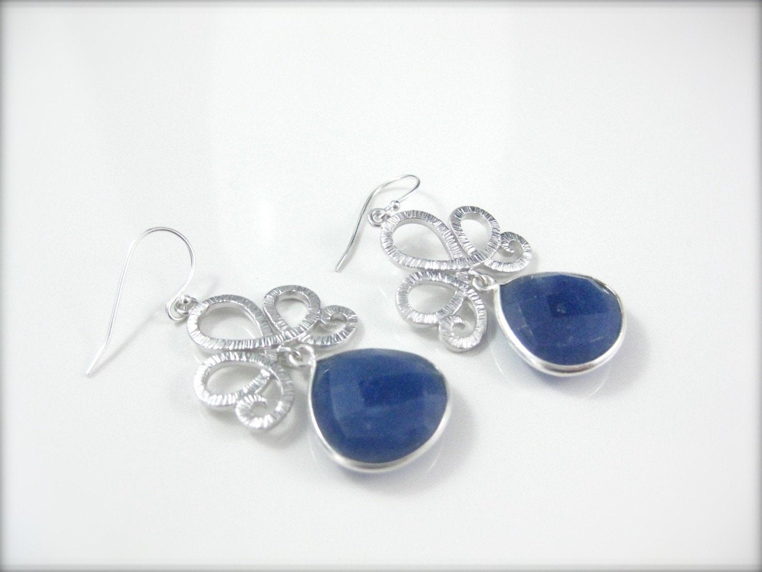 Blue sapphire earrings - Clairesbridal - 4