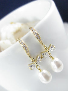 White and gold wedding earrings for brides - Clairesbridal - 3