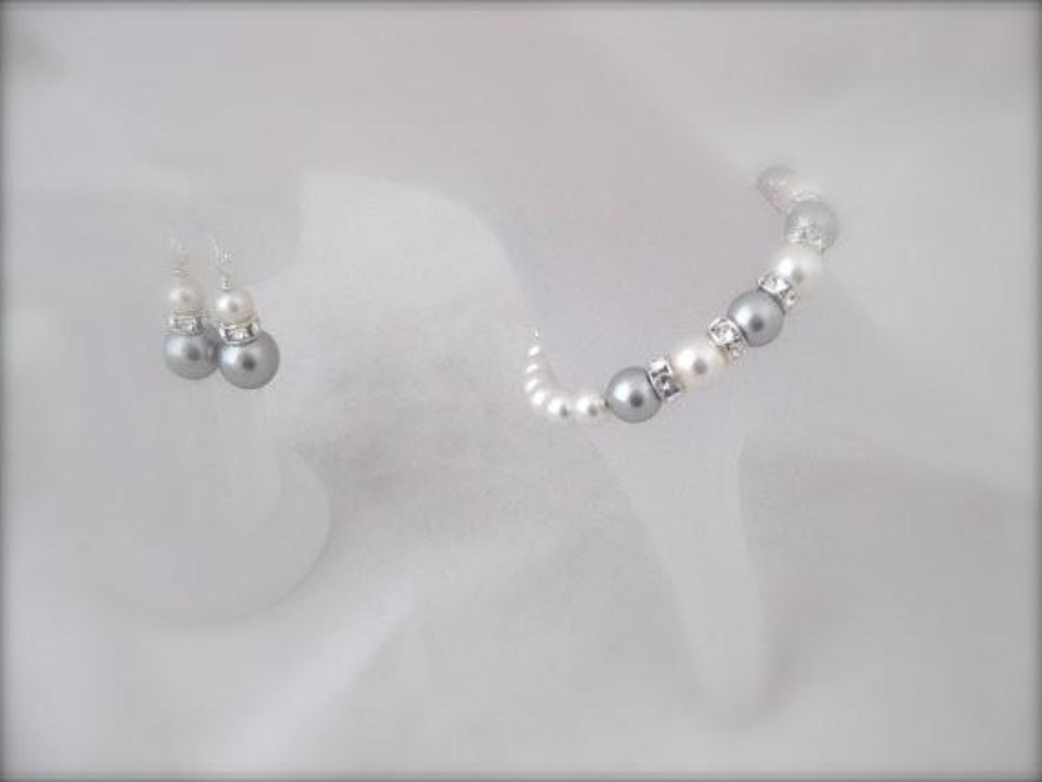 White and grey pearl bracelet and earrings sets for bridesmaids - Clairesbridal