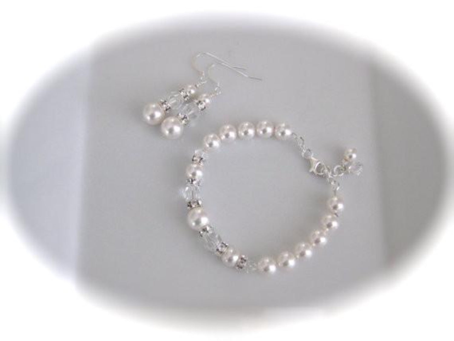 White pearl and crystal bracelet and earrings made with Swarovski elements - Clairesbridal - 2