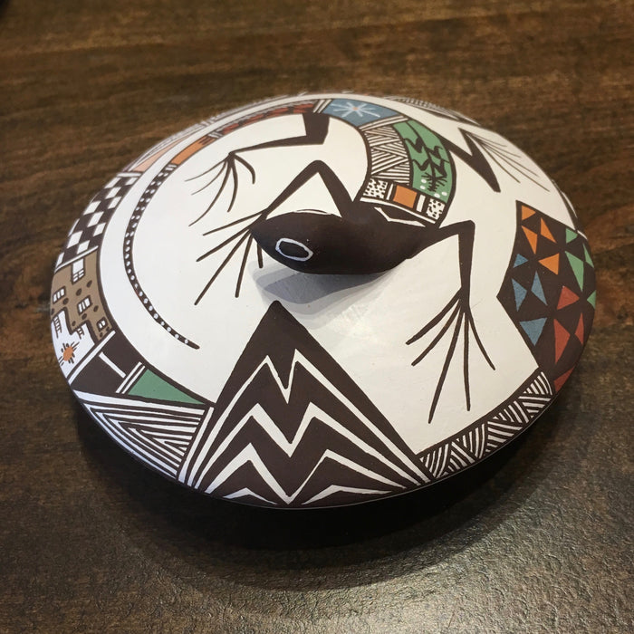 Acoma Seed Pot with Lizard, by Carolyn Concho
