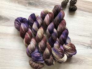 Red Stag Fibre: Estate Fingering