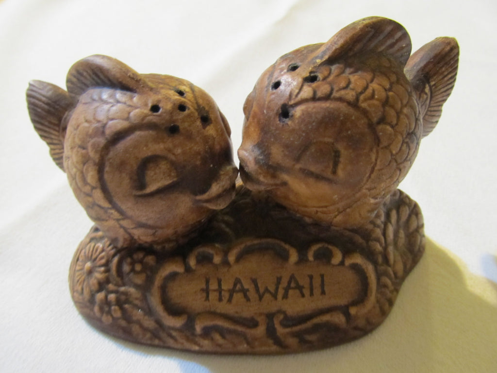 Hawaii Fish Salt and pepper shaker, with matching stand, Hawaii Souvenir, FREE Shipping