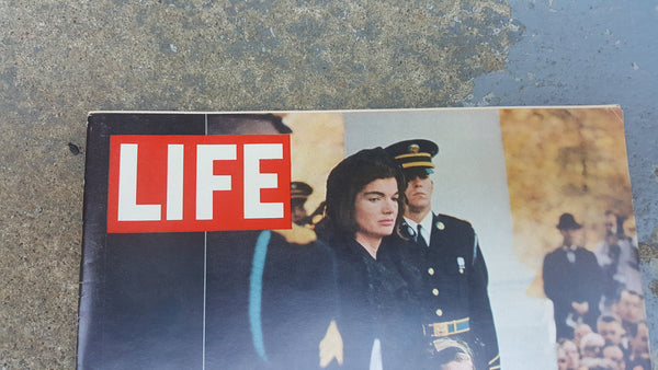 LIFE Magazine, December 6, 1963, Mrs. Kennedy, Caroline, John Jr on cover of vintage mag
