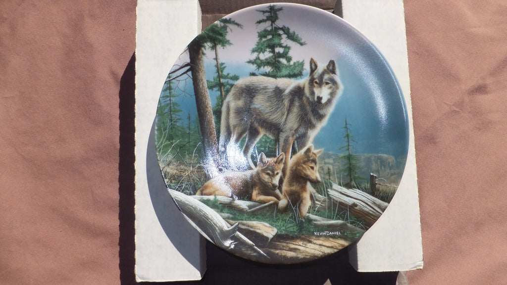 Franklin Mint - First Outing by Kevin Daniel, Wolf, Wolves, FREE SHIPPING