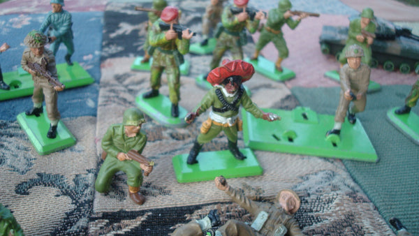 Vintage Military Men - Lot of 41 Various Figures - Blue Coats Red Coats and Indians etc etc FREE SHIPPING