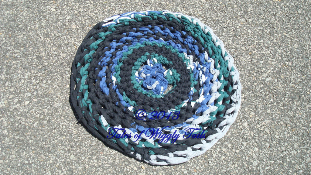 Carpet Rug Bed - Rag Rug - Animal Mat - Dog - Cat - Black, Blue, Green and White