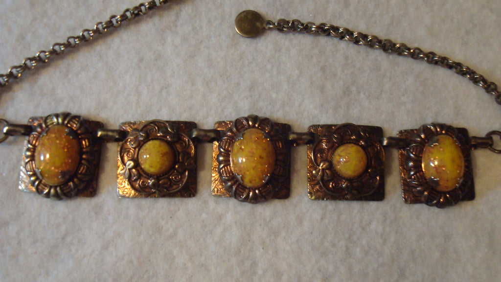 Gold Necklace Large pendant slight chain - Vintage Jewelry
