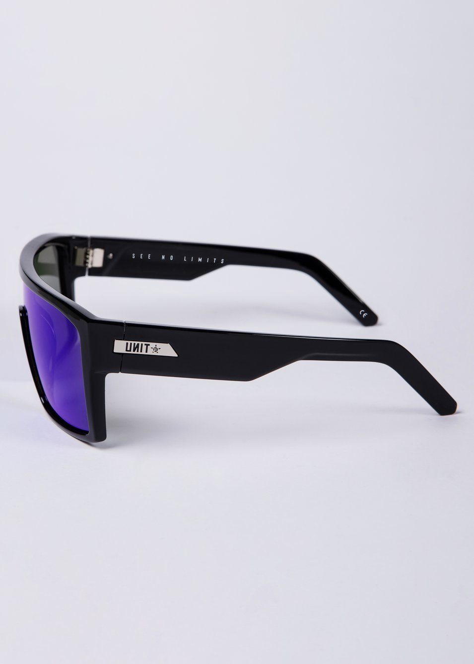 Command Polarised Sunglasses - Black / Blue