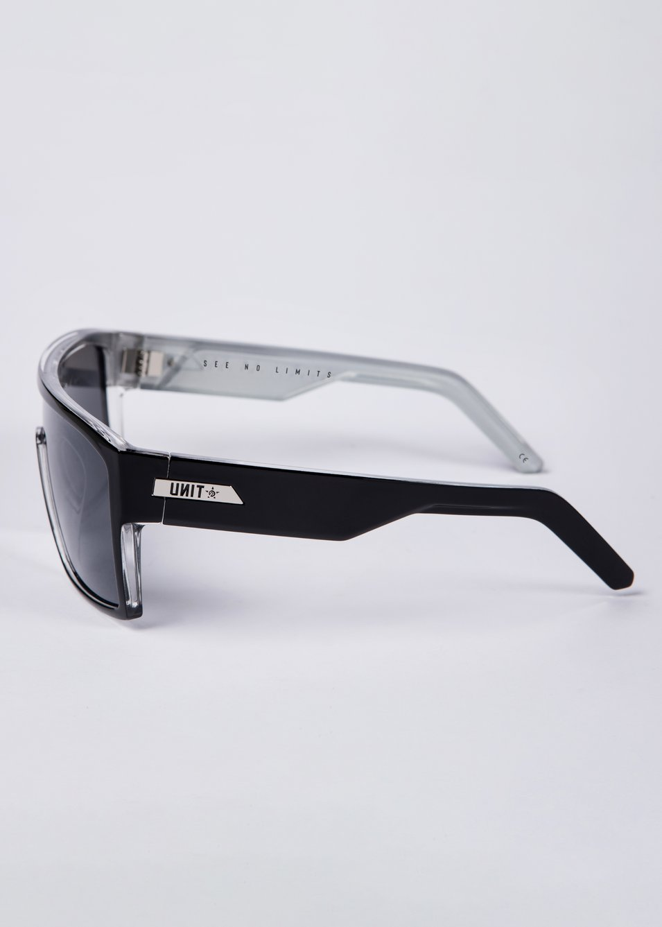 Command Polarised Sunglasses - Black / Silver
