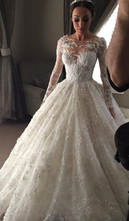 Choosing the Right Wedding Dress To Fit for Your Body Type