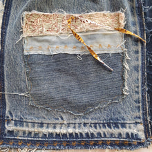 Load image into Gallery viewer, Denim skirt - Kantha trim Size 3-4