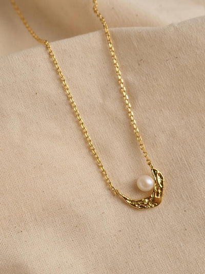 Crescent Pearl Necklace/Simple Retro/33268