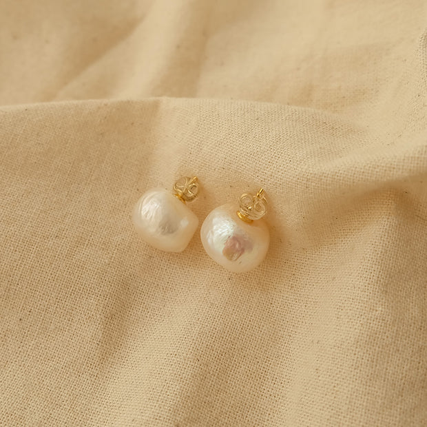 Yuri Pearl Earrings